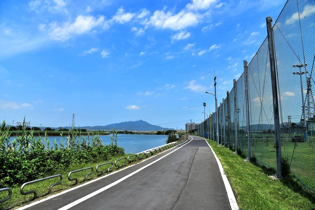 DSC_3385.JPG - 基隆河右岸自行車道,八里左岸自行車道