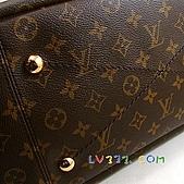 LV2010年新款包包:LV 2010春夏 M40249 Monogram Artsy 優雅肩背包(中) (7).jpg