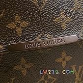 LV2010年新款包包:LV M97039 經典字紋多功能斜背書包(大) (4).jpg