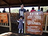2010 六福村:坐火車要排隊~