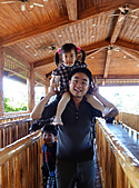 2010 六福村:3歲小孩排隊真的比較不簡單,只好多想一些陪她玩。