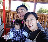 2010 六福村:耶~坐上火車囉~