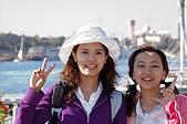 2006埃及之旅第四天:006小玉AMY合影於亞斯文飯店碼頭.jpg