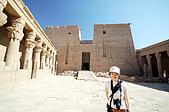2006埃及之旅第四天:019靜宜與斐萊神殿.jpg