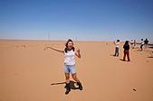 2006埃及之旅第四天:041第一次散步沙漠的喜悅.jpg