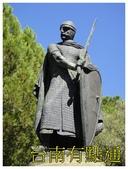聖若熟城堡:3手持盾牌和長劍的雕像 (複製).JPG