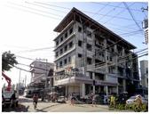 taboan魚乾市場:1廢棄的大樓有711在營業 (複製).JPG