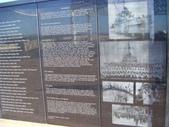 西澳。Geraldton:11紀念碑處喪生者名單及建築象徵解說.jpg