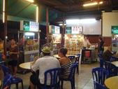 Malaysia, Melaka:15裏頭有很多家小吃店,覓食非常方便.jpg