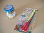 Kids:2 小蓋瑞的第一罐嬰兒泥和餵食湯匙,湯匙過熱還會變色唷!.jpg