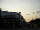 Malaysia, Melaka:14就在巷口的美食區,擺得好像宴客一樣呢.jpg