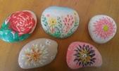 彩繪石頭 Rock Paintings:響應西澳野花季,我也手癢畫了幾朵花.jpg