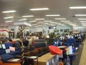 澳洲生活大小事:4國外的家具店,沙發佔了一大半.jpg