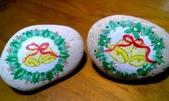 彩繪石頭 Rock Paintings:聖誕花圈石.jpg