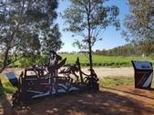 2018 西澳野花季:2 第一面焊鐵藝術牌—收訊的農夫.jpg