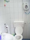 Malaysia, Kuala Lumpur:11衛浴間不大,但很乾淨.jpg