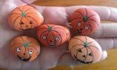 彩繪石頭 Rock Paintings:Day 13-Pumpkin.jpg