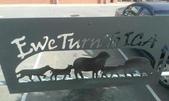 西澳。Northampton:1 羊群剪影鐵鑄牌 Ewe (音似u).jpg