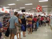 澳洲生活大小事:3Geraldton的Target大排長龍的很誇張.jpg