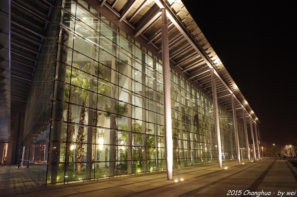 夜幕。高鐵彰化站:R0022341.JPG
