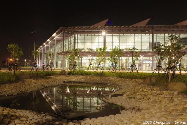 2.jpg - 夜幕。高鐵彰化站
