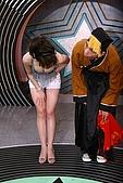 16.小潘潘穿性感肚兜走光 楊秀慧低胸裝搶镜:200701121027562223.jpg