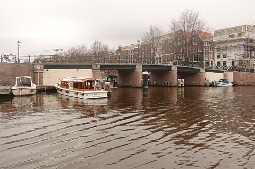 阿姆斯特丹運河遊船河流與橋樑構成優美景致.JPG - 201702荷比冰之旅