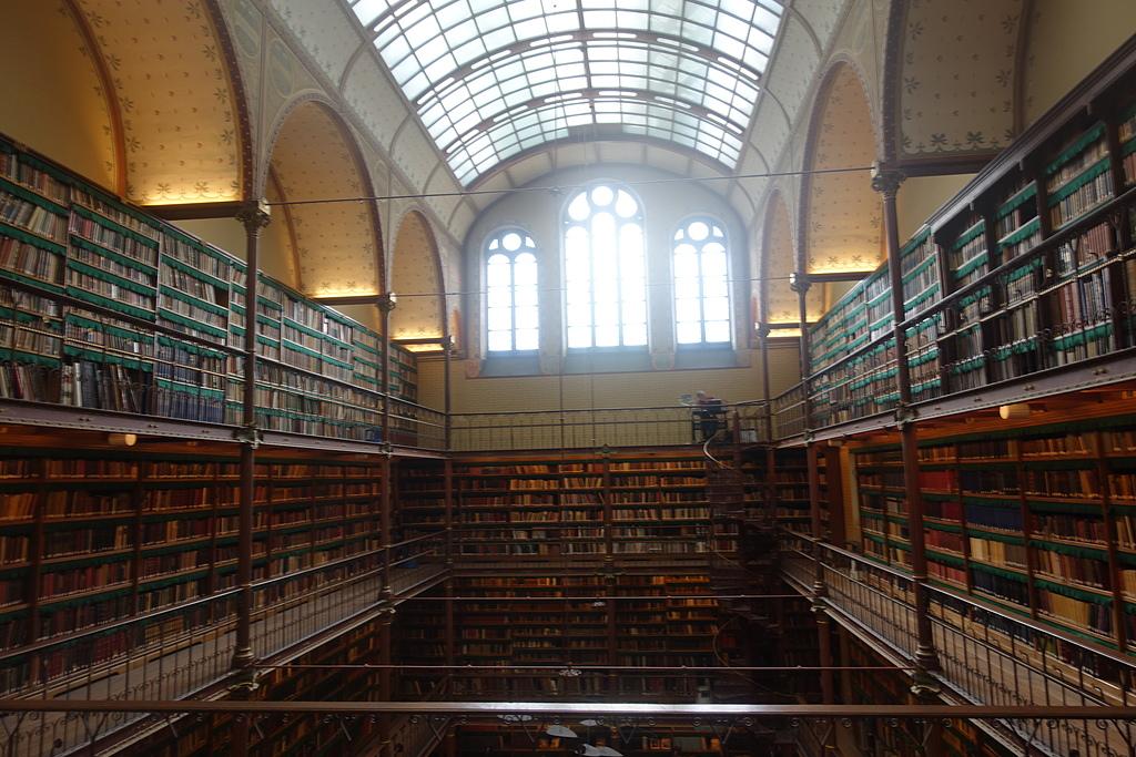 201702荷比冰之旅:阿姆斯特丹國家博物館藝術史圖書館Cuypers Library 好像古時代魔法書的場景.JPG