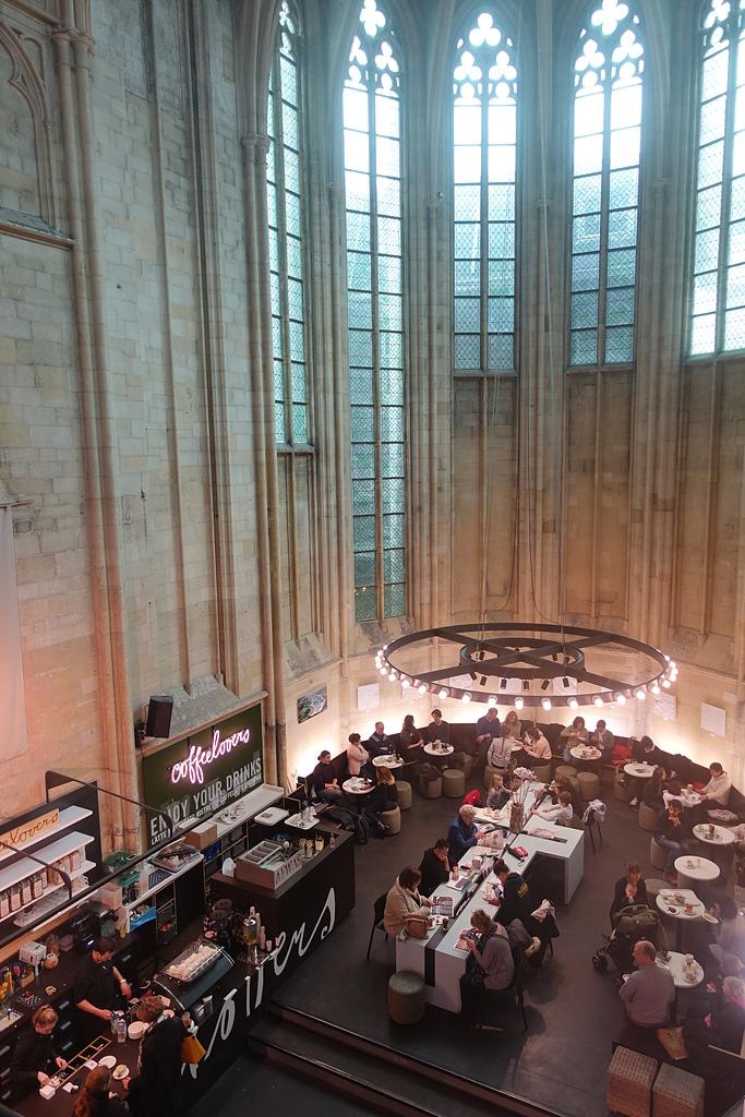 201702荷比冰之旅:馬斯垂克天堂書店唱詩班的席位改裝成咖啡館.JPG