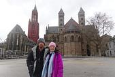 201702荷比冰之旅:馬斯垂克市集廣場Vrijthof與聖揚教堂及聖瑟法斯聖殿合照.JPG