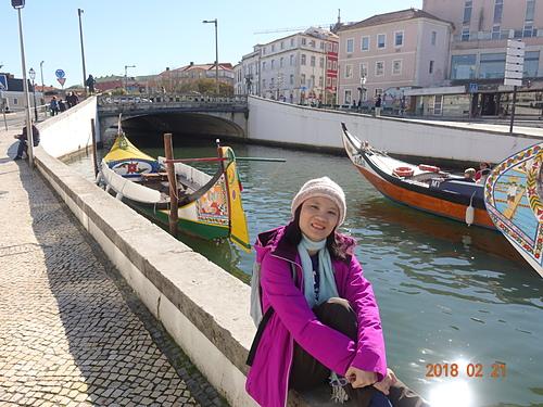 阿威羅造型別緻色彩鮮艷的木船.JPG - 201802葡萄牙藍瓷10天