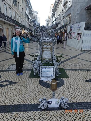 里斯本購物大街上的街頭藝人.JPG - 201802葡萄牙藍瓷10天
