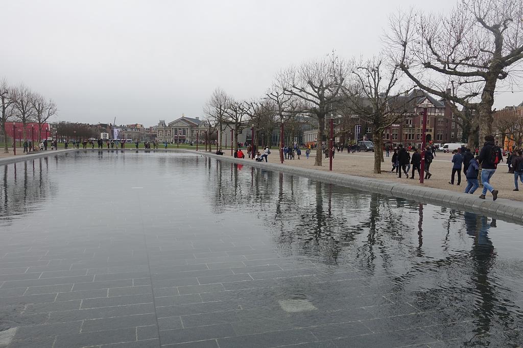 201702荷比冰之旅:阿姆斯特丹國家博物館廣場水池.JPG