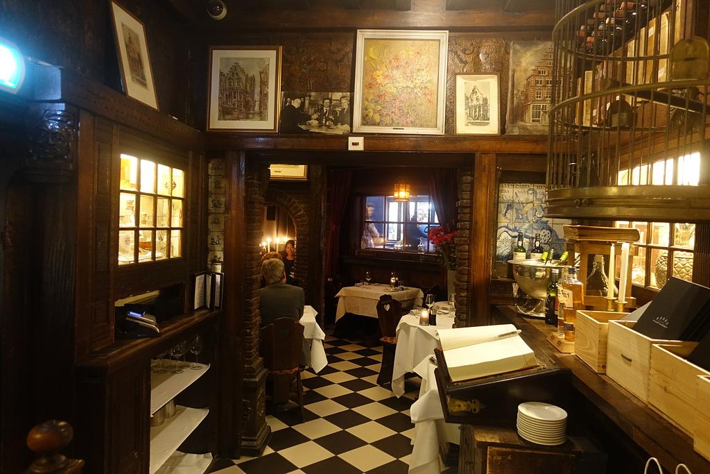 201702荷比冰之旅:阿姆斯特丹d'Vijff Vlieghen 1642年的老房子.JPG