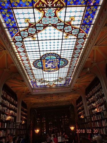 波多萊羅書店屋頂炫麗的彩繪玻璃.JPG - 201802葡萄牙藍瓷10天