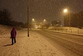 201702荷比冰之旅:孤寂地走在雷克雅維克下雪街頭.JPG