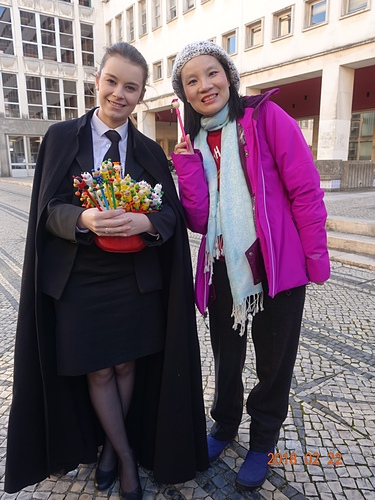 科英布拉大學大學生慈善義賣.JPG - 201802葡萄牙藍瓷10天
