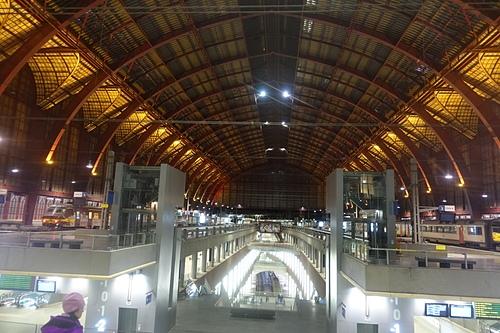 安特衛普中央車站等火車都能宛如電影場景.JPG - 201702荷比冰之旅