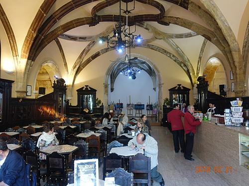 科英布拉教堂旁的咖啡館Café Santa Cruz 古典華麗.JPG - 201802葡萄牙藍瓷10天