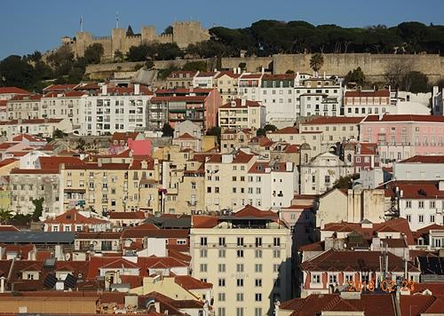 里斯本聖胡斯塔升降機觀景台看聖喬治城堡.JPG - 201802葡萄牙藍瓷10天