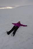 201702荷比冰之旅:冰島金環雪上摩托車體驗躺臥在雪地中.JPG