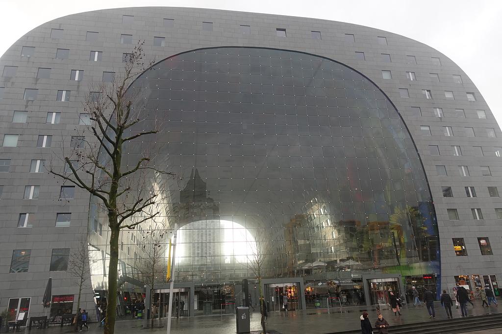 201702荷比冰之旅:鹿特丹Markthal 市集廣場歐洲目前面積最大的兩面玻璃牆門.JPG