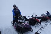 201702荷比冰之旅:冰島金環雪上摩托車體驗在朗格冰川上中途休息拍照玩雪.JPG