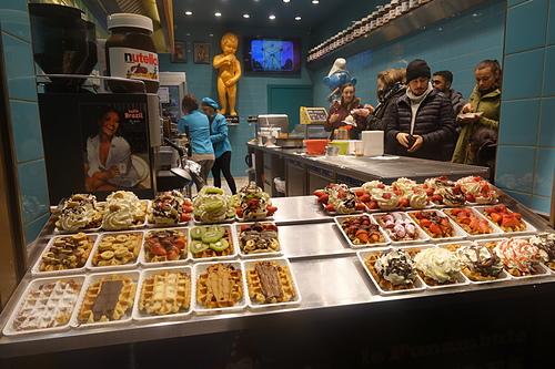 布魯塞爾琳瑯滿目豐富多變化的比利時鬆餅Brussels Waffle.JPG - 201702荷比冰之旅