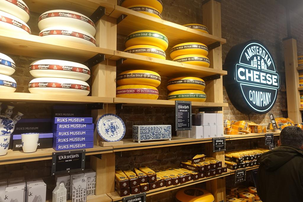 201702荷比冰之旅:阿姆斯特丹amsterdam cheese company 琳瑯滿目美味的起司產品.JPG