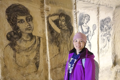 馬斯垂克聖彼得堡洞穴牆壁上有很多炭筆畫和浮雕供大家賞心悅目.JPG - 201702荷比冰之旅