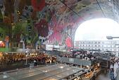 201702荷比冰之旅:鹿特丹Markthal 市集廣場室內牆上的鮮豔壁畫.JPG