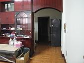 吉屋出租:通往2樓和廚房的門