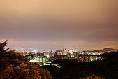 2010-11-12 再訪浪漫細雨中的中和烘爐地(圖已PO完..請慢慢欣賞喔):IMG_8393.JPG此次夜拍密技:答案是用外閃打光~補樹葉的地景,細節與對比是不是更佳呢?
