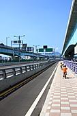 三重幸福水漾公園 + 新北橋 騎車去:0020.JPG 騎車道..與旁邊機車道的分隔